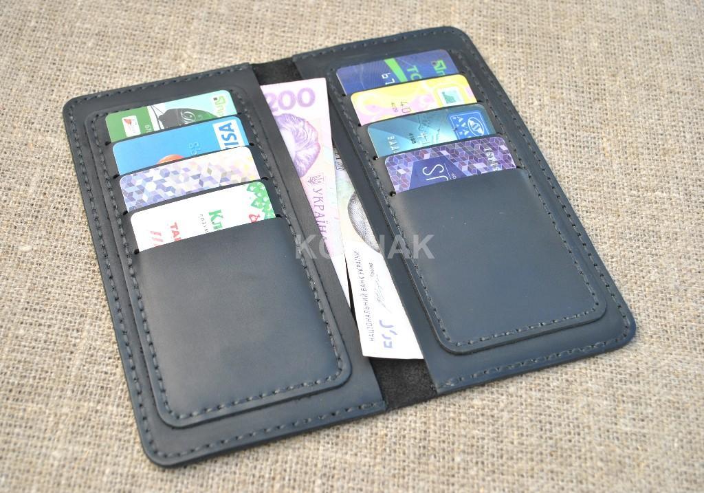 Черный кошелек на восемь карт из натуральной кожи