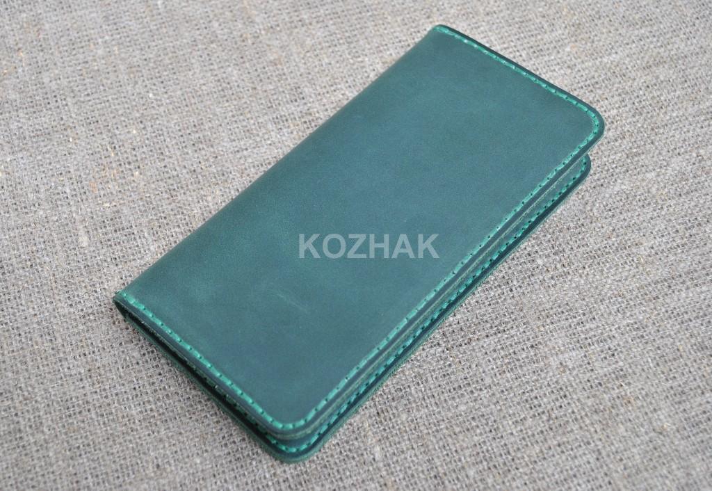 Красивый кошелек зеленого цвета из натуральной кожи