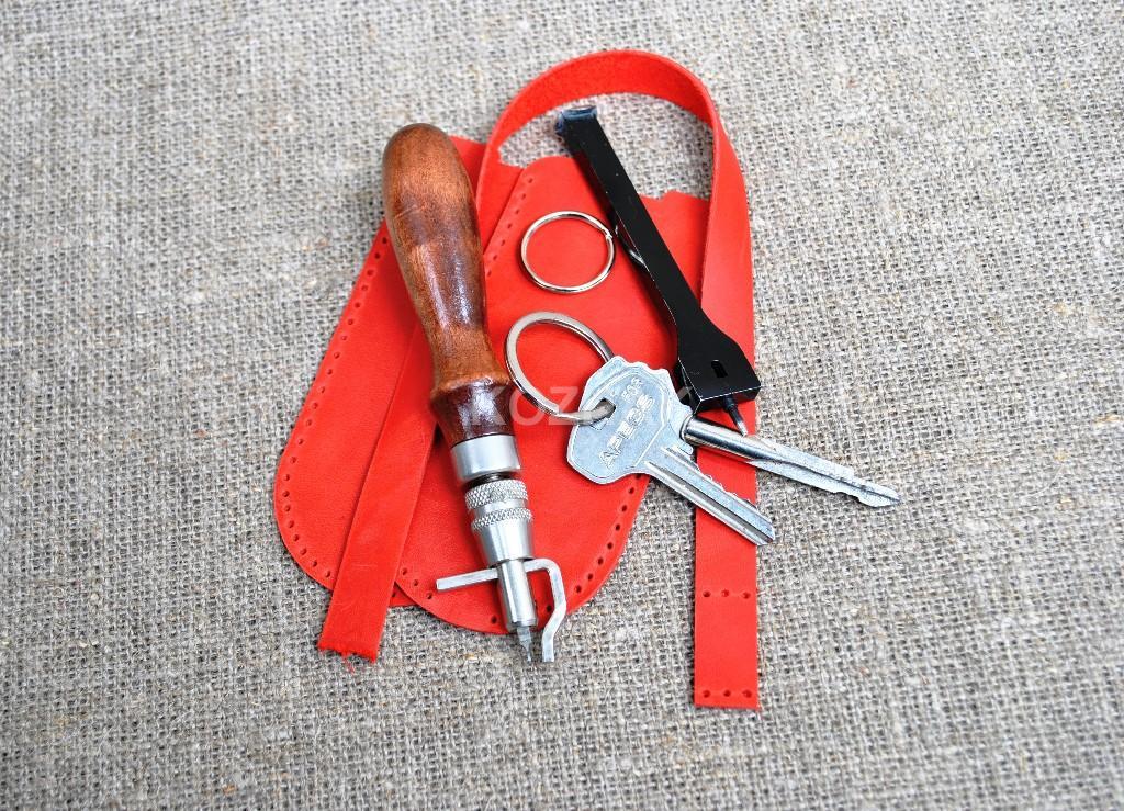 Ключница красного цвета из натуральной кожи