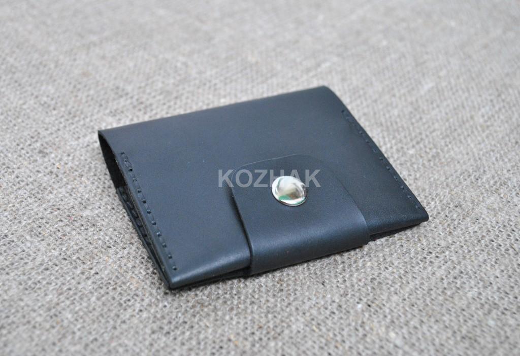 Маленький и вместительный кошелечек из натуральной кожи