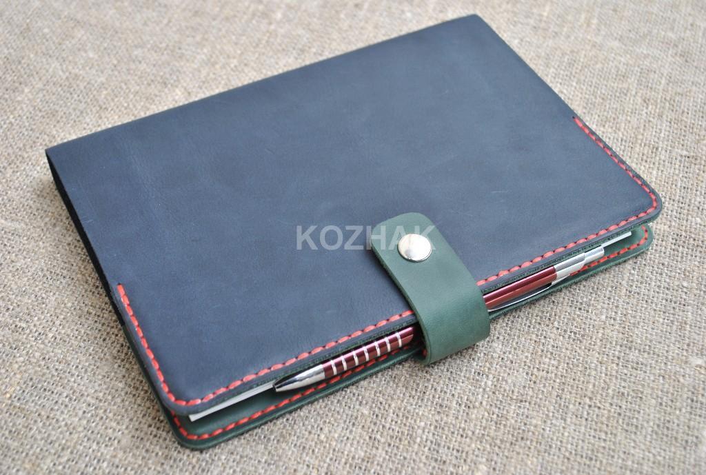 Обложка  для блокнота из двух цветов кожи ручной работы