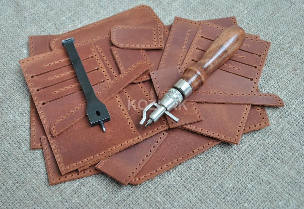 Красивый кошелек коричневого цвета из натуральной кожи