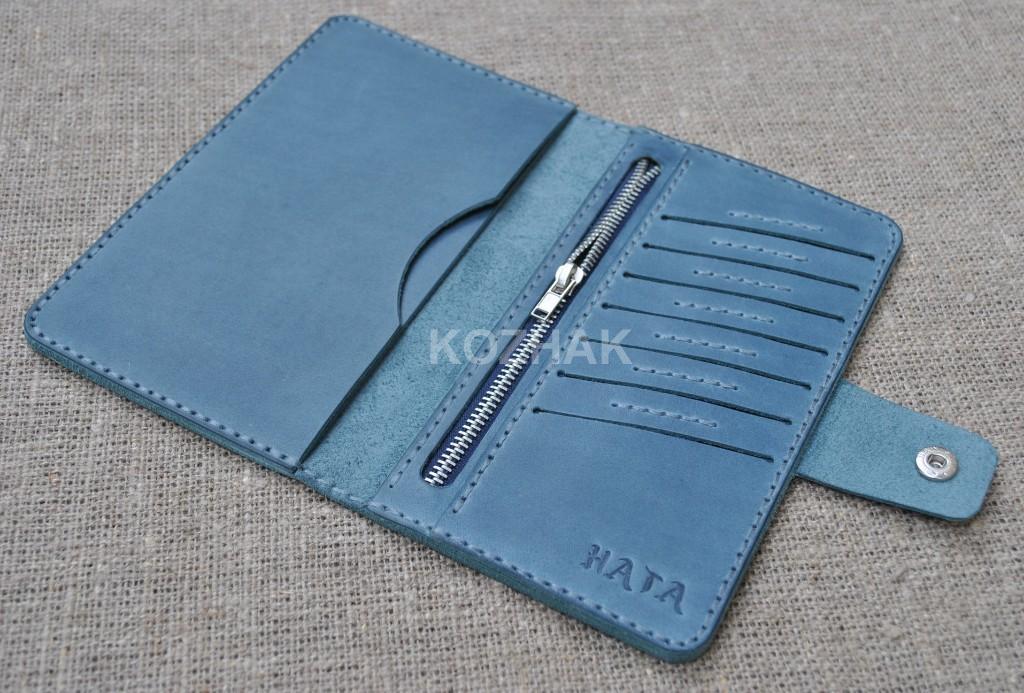 Синий вместительный кошелек ручной работы