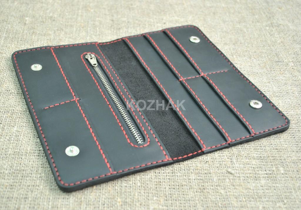 Черный кожаный кошелек прошитый красной нитью