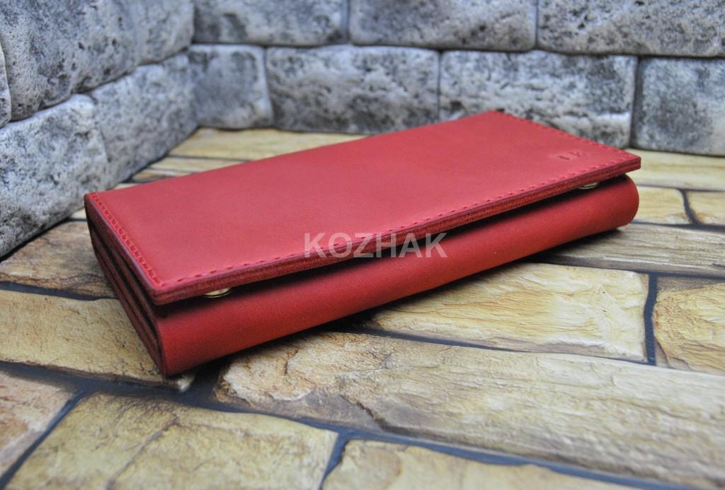 Вместительный кошелек из красной кожи