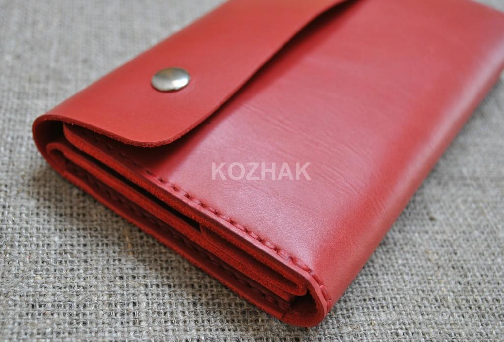 Интересный кошелек из красной кожи
