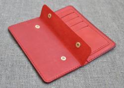 Кожаное портмоне ручной работы красного цвета