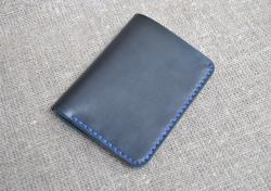 Компактный вертикальный портмоне из натуральной кожи