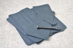 Небольшое портмоне из натуральной кожи черного цвета