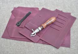 Стильный кошелек внешне в виде конверта из натуральной кожи