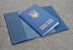 Обложка для паспорта синего цвета из кожи