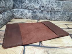 Стильная обложка из кожи для паспорта