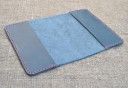 Синияя обложка с контрастной нитью ручной работы