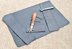 Темно-синяя обложка для блокнота из кожи