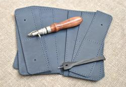 Удобный портмоне темно-синего цвета из кожи ручной работы