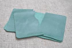 Чехол зеленого цвета из натуральной кожи для паспорта