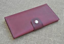 Красивый кожаный кошелек в цвете марсала