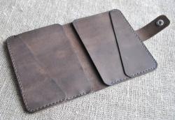 Чехол из кожи для документов ручной работы