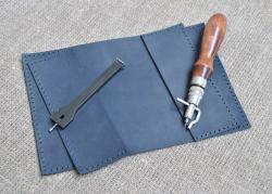 Темно-синяя обложка для паспорта ручной работы