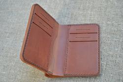 Вертикальный кошелек с двумя отделами для купюр