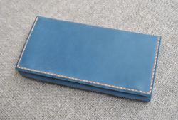 Синий кожаный кошелек с контрастной нитью ручной работы