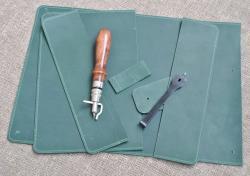 Обложка для блокнота из зеленой кожи ручной работы