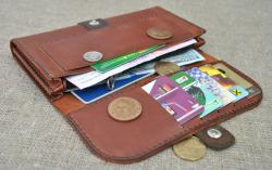 Вместительный кошелек с с объемными отделами из кожи