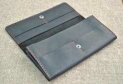Вместительный кошелек из натуральной кожи