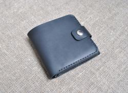 Брутальный кошелек из натуральной кожи черного цвета