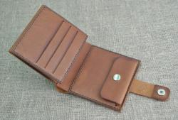 Небольшой внешне, но вместительный кошелек