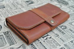 Стильный кожаный вместительный кошелек