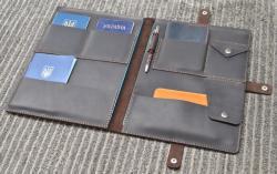 Темно-коричневая кожаная папка ручной работы