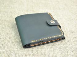 Компактный и вместительный кошелек из натуральной кожи
