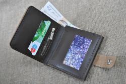 Вместительный небольшой кошелек из натуральной кожи