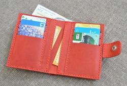 Красный компактный вертикальный кошелек