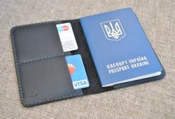 Черная универсальная обложка для паспорта
