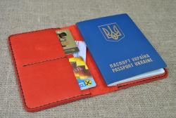 Красная обложка для паспорта и карт