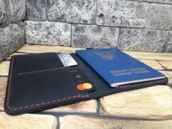 Темно-синяя обложка для документов с красной нитью