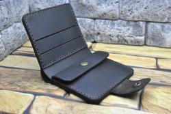 Компактный мужской кошелек из кожи