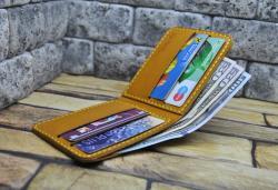 Яркий кожаный кошелек ручной работы