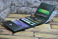 Компактный внешне и вместительный внутри кошелек