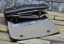 Вместительный кожаный кошелек ручной работы