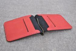 Кожаный черно-красный зажим для денег