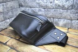 Черная поясная сумка из натуральной кожи