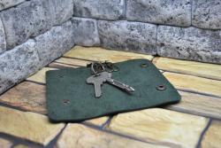 Темно-зеленая кожаная ключница ручной работы
