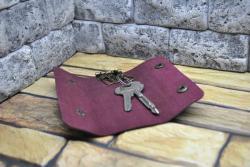 Ключница из кожи бордового цвета ручной работы