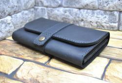 Стильный кожаный кошелек с объемными отделами