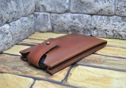 Кожаный чехол для смартфона ручной работы
