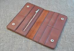Стильный кошелек коньячного цвета из натуральной кожи
