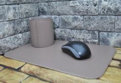 Небольшой набор из натуральной кожи на письменный стол